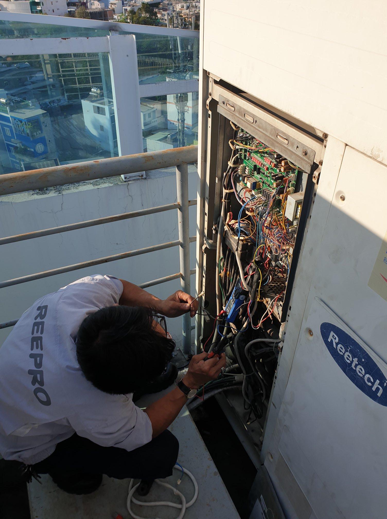 Sửa chữa máy lạnh trung tâm Reetech RMV