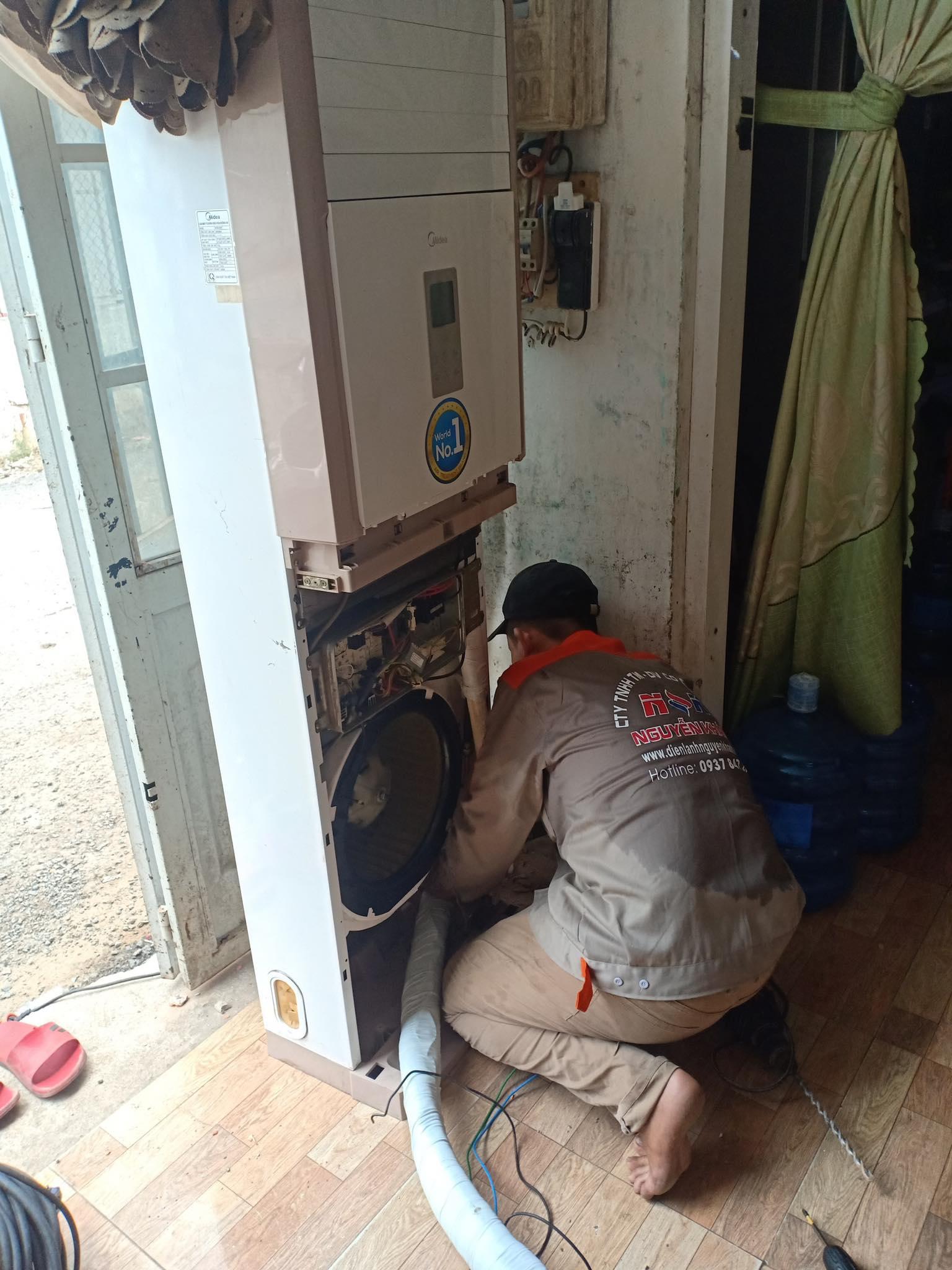 Lắp đặt máy lạnh tủ đứng Media 3HP tại Bình Dương